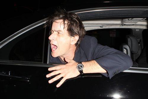 Schock-Rückfall: Charlie Sheen total betrunken   Promiflash.de