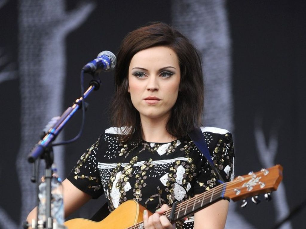 amy macdonald schl gt lady gaga. Black Bedroom Furniture Sets. Home Design Ideas