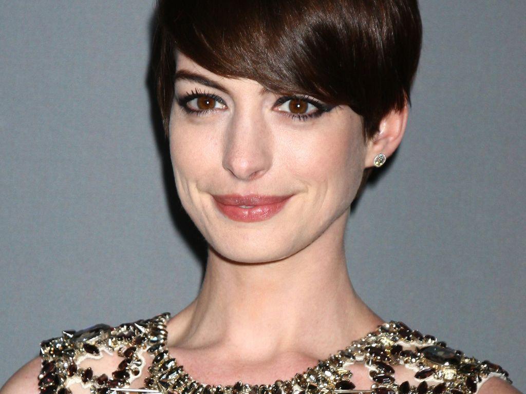 Anne Hathaway mit Cat-Eyes