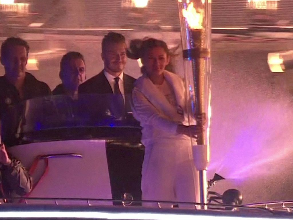 David Beckham auf Motorboot mit Olympia-Fackel