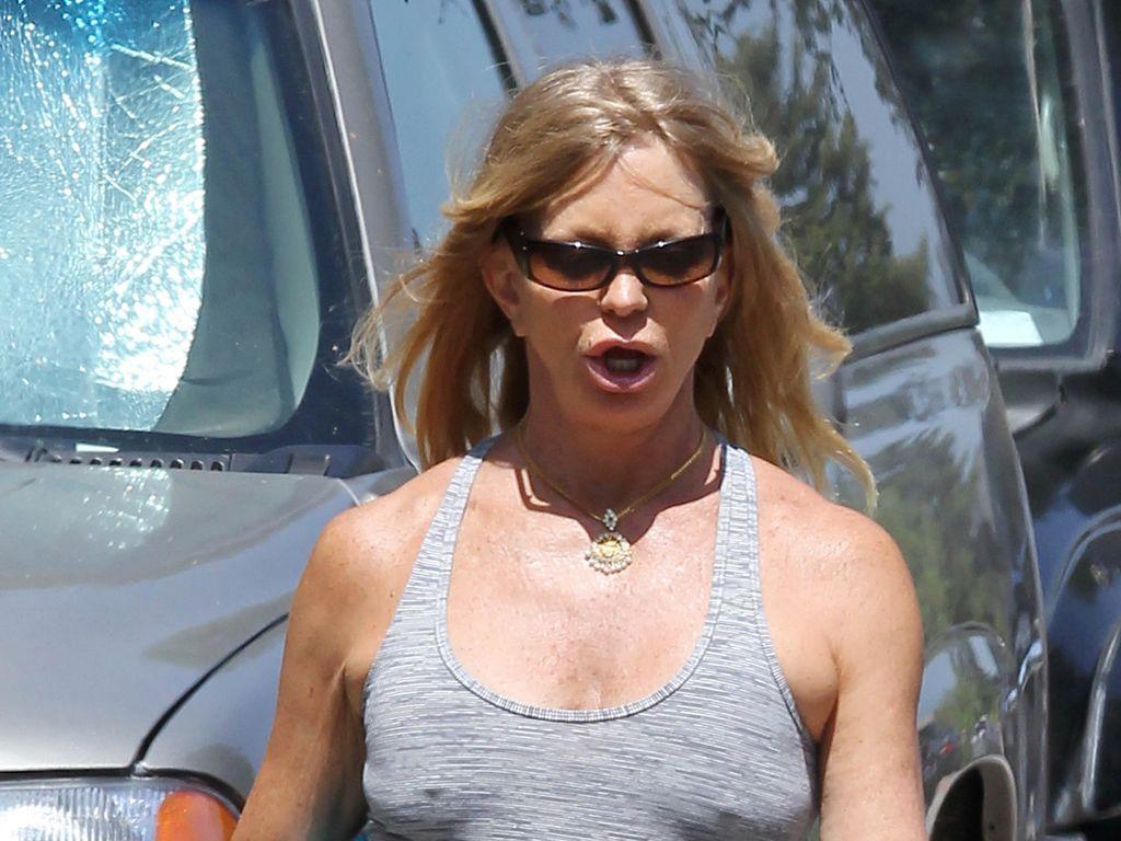 Ohne BH: Goldie Hawn joggt ganz freizügig | Promiflash.de