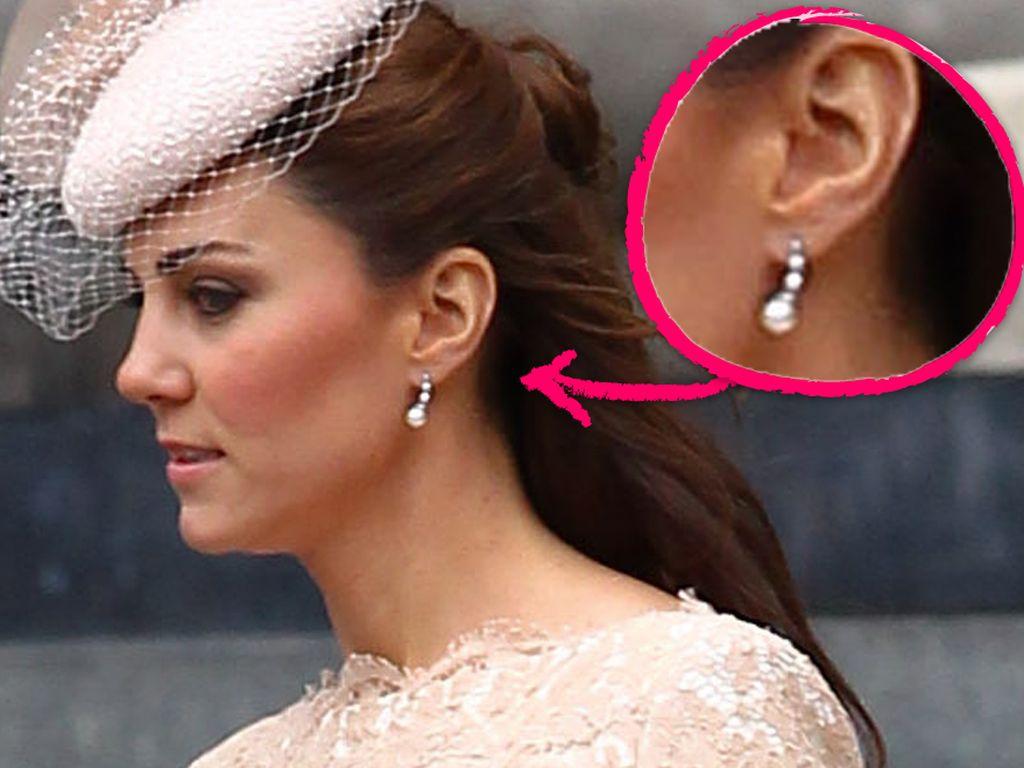Herzogin Kate mit Perlen-Ohrringen