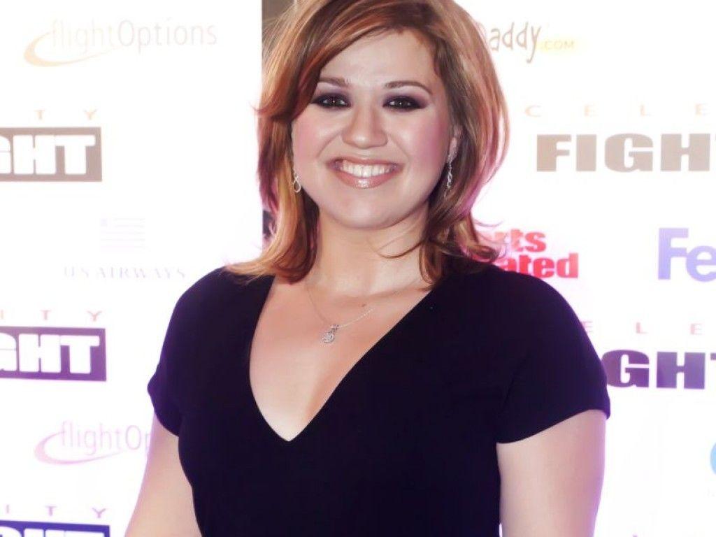 Kelly Clarkson in schwarz