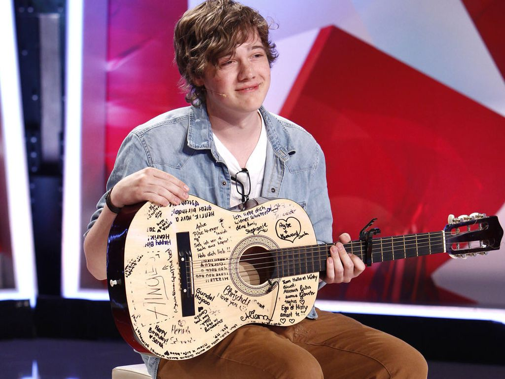 Popstars: Henrik mit Gitarre