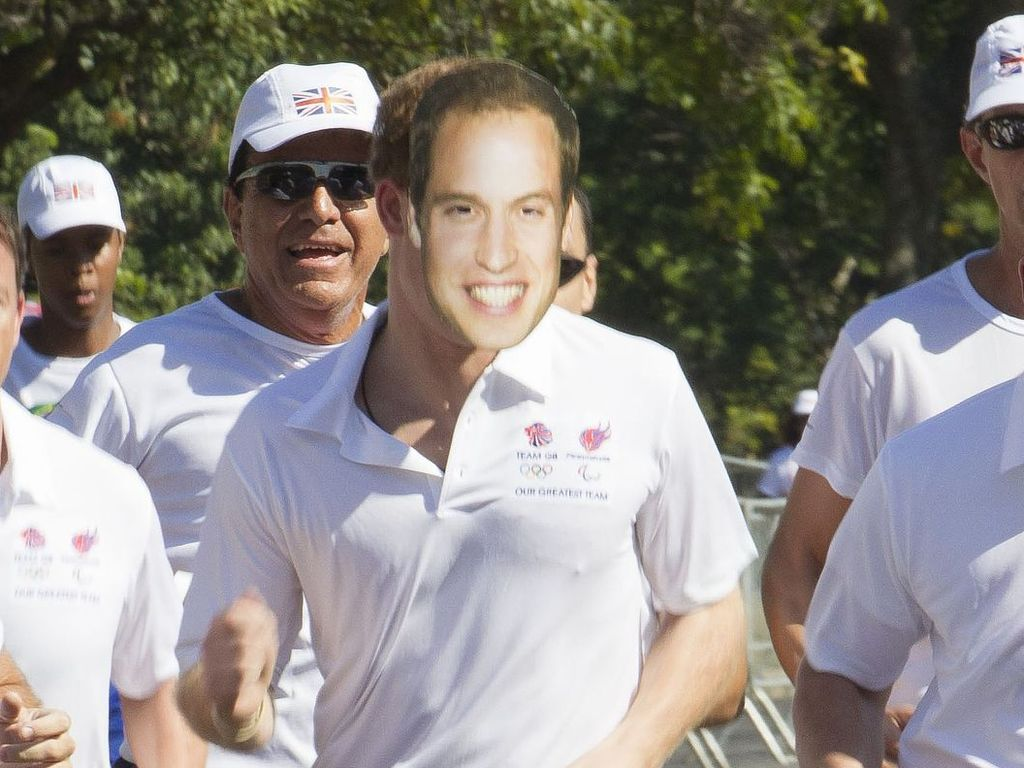 Prinz Harry mit William-Maske