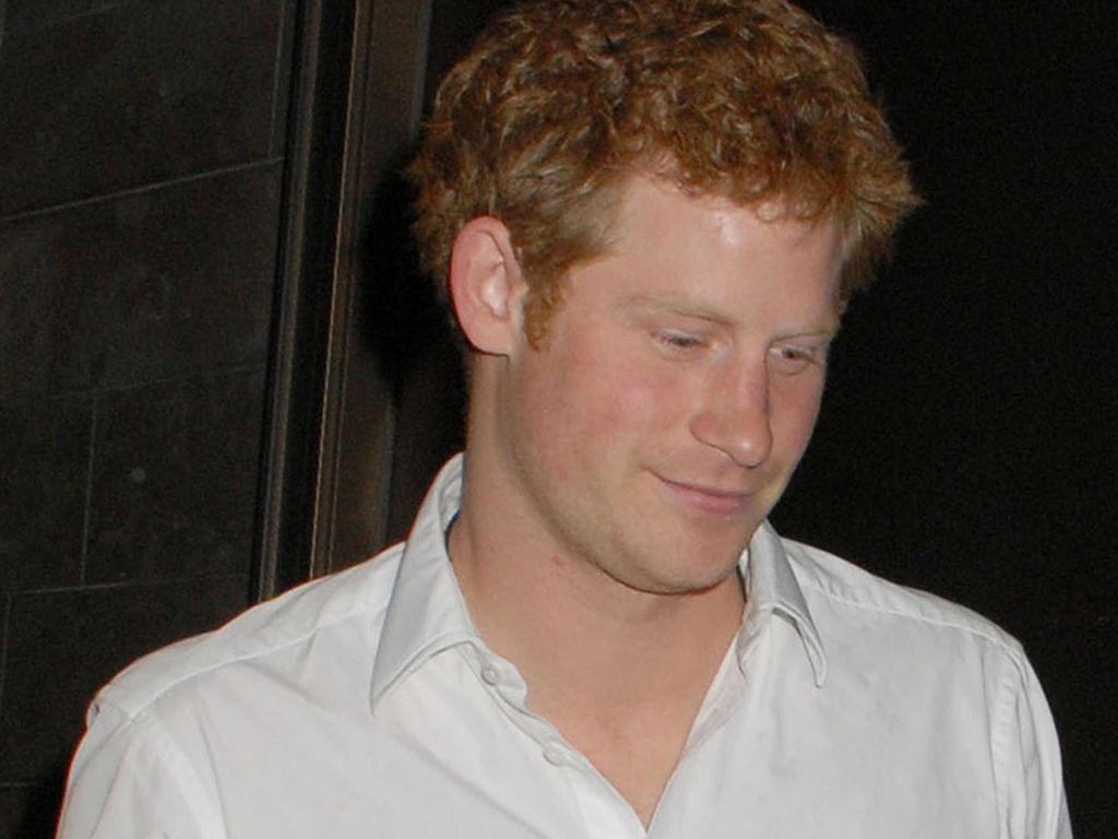 Prinz Harrys Hemd steht offen