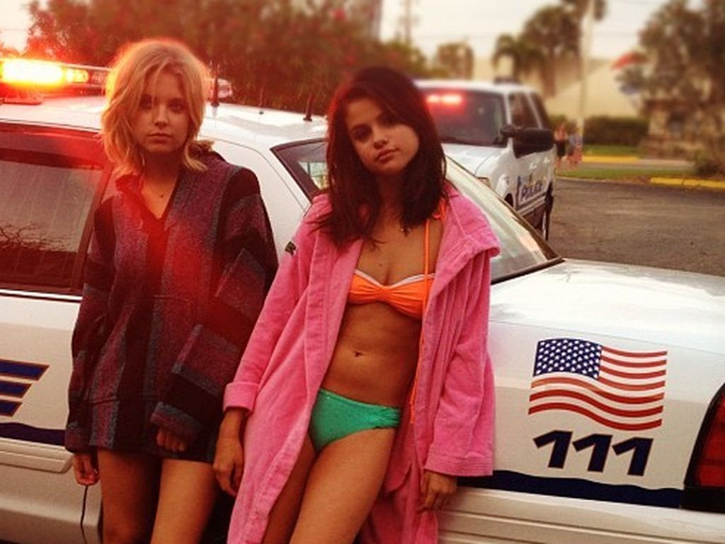 Selena Gomez im Bikini mit Ashley Banson