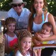 Gemeinsam mit seiner Verflossenen Denise Richards und den leiblichen Töchtern Lola und Sam, genießen sie einen entspannten Urlaub