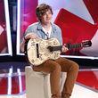 Henrik kam mit bemalter Gitarre