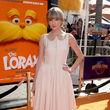 Zeigt sich sonst eher im Girlie-Look: Taylor im pastellfarbenen Kleid