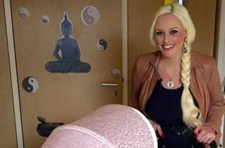 Daniela Katzenberger zeigt sich mit rosafarbenen Kinderwagen