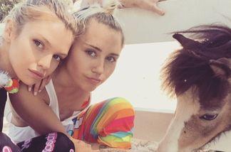 Miley Cyrus knutscht ihr Victoria's Secret-Engel Stella