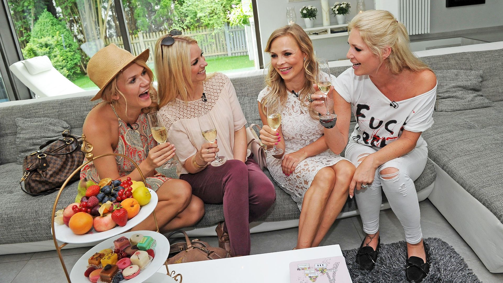 promi shopping queen blondinen quartett sucht sexy jumpsuit. Black Bedroom Furniture Sets. Home Design Ideas