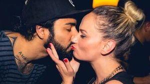 Atchi küsst seine Freundin