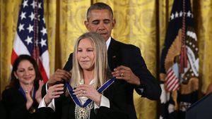 Barack Obama verleiht Barbra Streisand Freiheitsmedaille