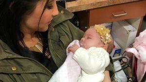 Bristol Palin mit ihrem Kind bei der Arbeit