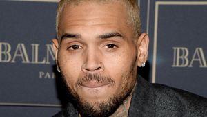 Chris Brown presst die Lippen zusammen
