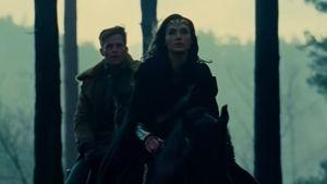 """Chris Pine und Gal Gadot in  einer Filmszene von """"Wonder Woman"""""""