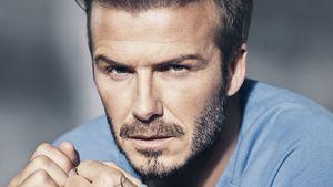 David Beckham in einem blauen Pulli für H&M
