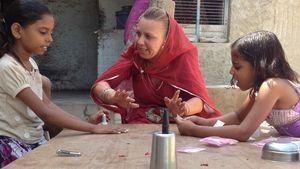 """Eine Mama von """"Mama International"""" in Indien"""