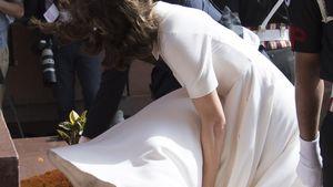 Herzogin Kate fliegt das Kleid hoch