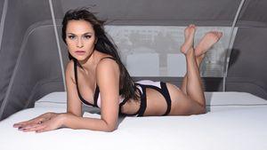Jasmin im Bikini