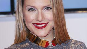 Jeanette Biedermann hat viel Make-up im Gesicht