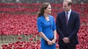 Kate und William schauen sich verliebt an