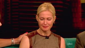 Kelly Rutherford weint