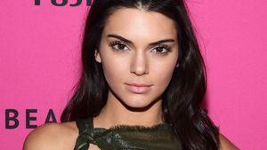 Kendall Jenner mit raffiniertem Ausschnitt