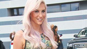 Kesha im Minikleid