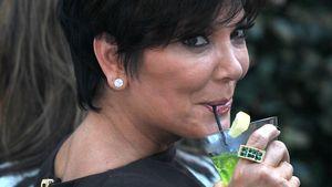 Kris Jenner mit Alkohol