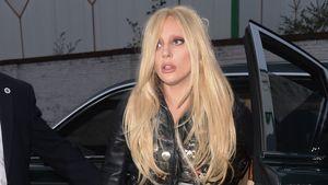 Lady GaGa steigt aus dem Auto