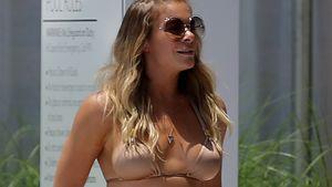 LeAnn Rimes im goldenen Bikini