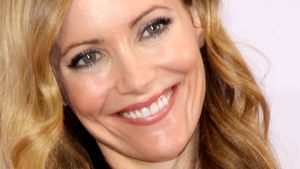 Leslie Mann lächelt süß