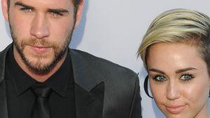 Liam Hemsworth ist ernst, während Miley Cyrus gut gelaunt wirkt
