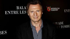 Liam Neeson vor schwarzem Hintergrund
