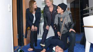 Maren (Eva Mona Rodekirchen, M.) Frederic (Dieter Bach), Katrin (Ulrike Frank, l.) und Anni (Linda Marlen Runge)