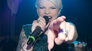 Melanie Müller singt