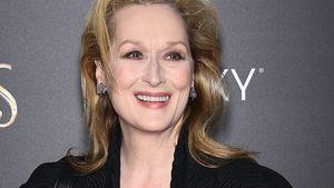 Meryl Streep strahlt im schwarzen Kleid mit offenen Haaren