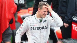 Michael Schumacher fährt sich durch die Haare