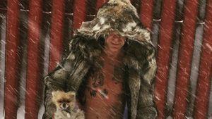 Mickey Rourke im skurrilen Outfit im Schnee