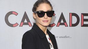 Olivia Palermo im bunten Top und schwarzen Mantel mit Fell