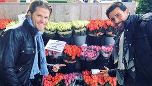 Paul Janke und Leonard Freier vor einem Blumenladen