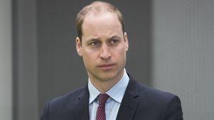 Prinz William - Hände gefaltet - schaut kritisch