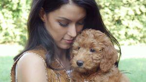 Rebecca Mir mit Hund