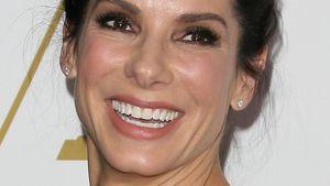 Sandra Bullock lacht bei der Pre-Oscar-Party