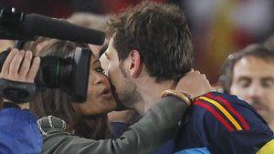 Sara Carbonero küsst Iker Casillas