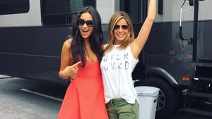Shay Mitchell und Jennifer Aniston