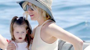 Sienna Miller mit Marlowe auf einem Boot